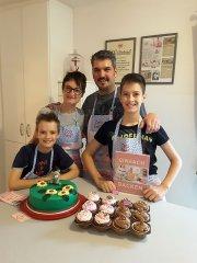 familienbacken-gruene-torte-baer-cupcakes.jpg