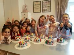 kindergeburtstag-einhorntorte-dekorieren.png