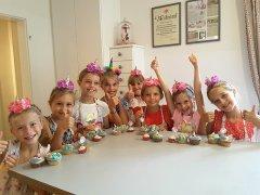 kindergeburtstagsparty-muffins-verzieren.jpg